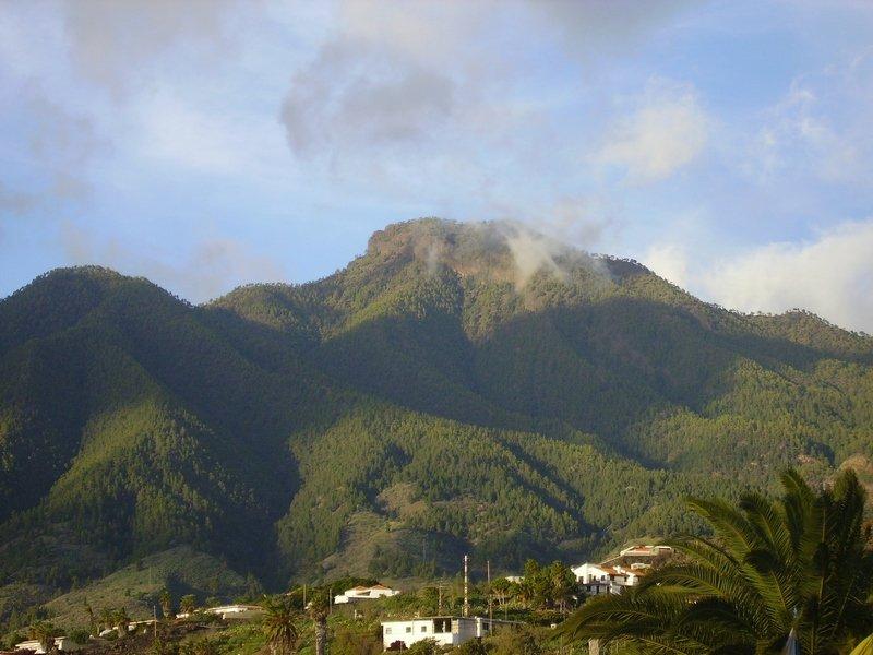 El-Paso-La-Palma-der-Hausberg-von-El-Paso-Pico-Bejenado