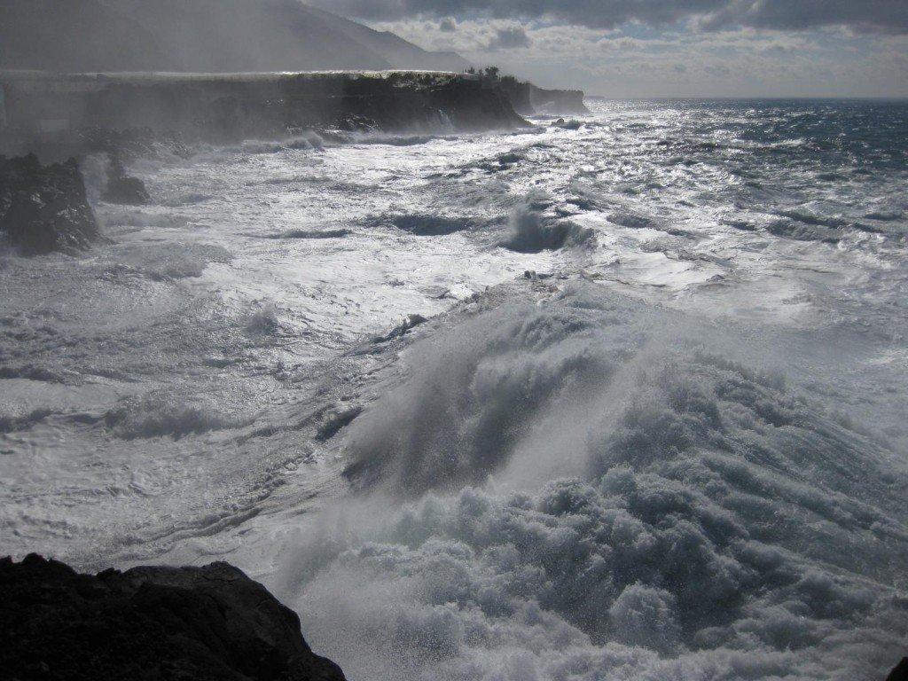 Westküste von La Palma, aufgewühltes Meer.