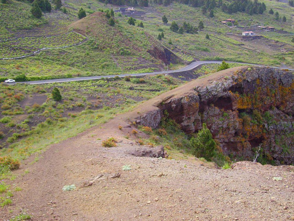 Blick von der Rajada in die Weiberge von San Nicolás. La Palma.