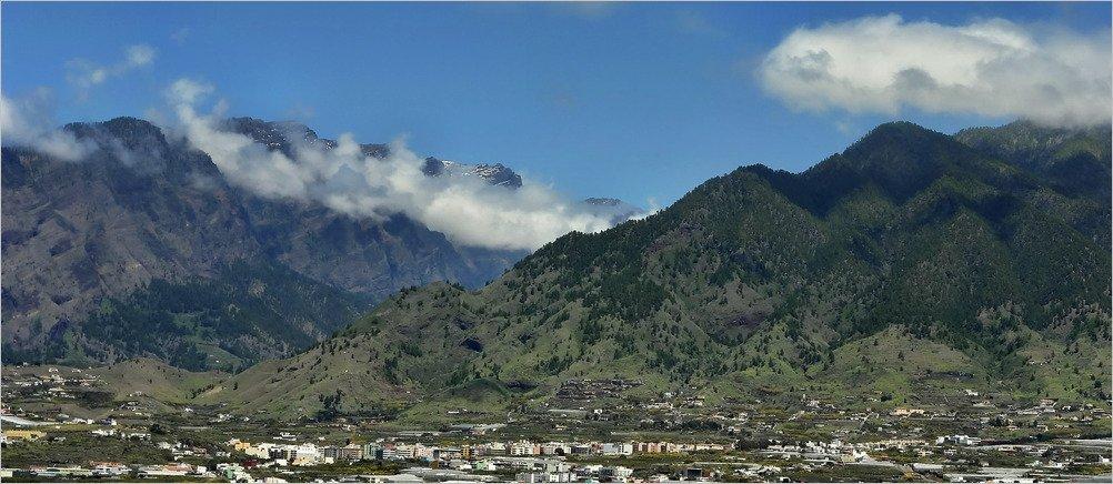 Los Llanos de Aridane auf La Palma, im Hintergrund die Zweitausender Gipfel der Caldera de Taburiente.La Palma, Wandern