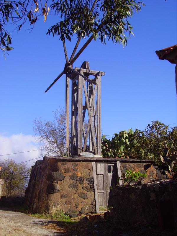 Alte Windmühle im Nordwesten auf La Palma, Wandern