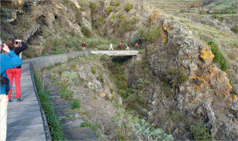 La-Palma-Wandern-Auf-dem-Wasserkanal-bei-Mazo
