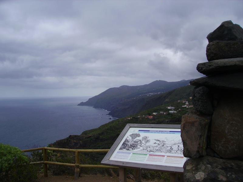 Bei einem kleinen Spaziergang erschließt sich der Mirador de La Calzados