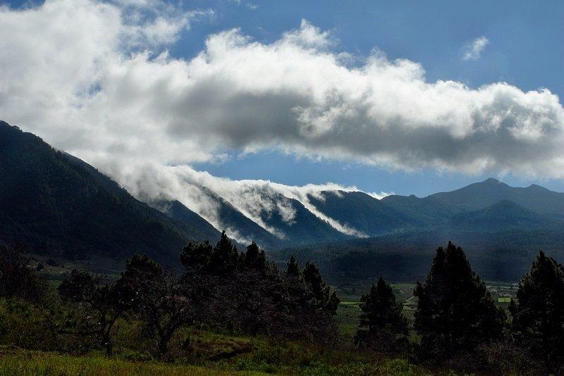 La Palma Klima,der Passatwind drückt die Wolken über die Cumbre
