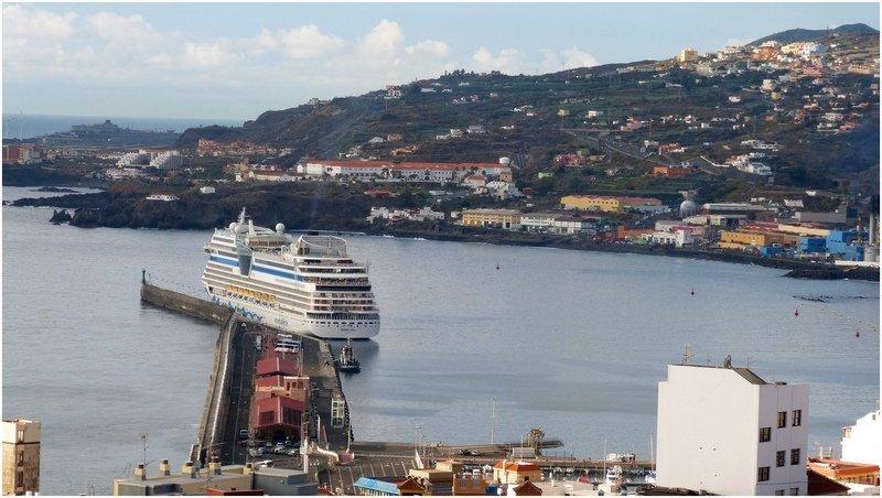 Santa Cruz de La Palma, Foto von oben fotografiert Schiff liegt im Hafen