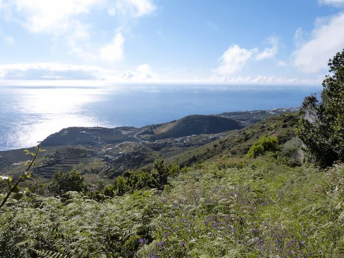 La-Palma-Wandern-Ausblick-auf-die-Nordost-Küste-von-La-Palma