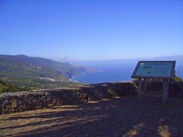 Der Aussichtsplatz La Tosca bietet fantastische Ausblicke auf die Steilküste im Norden der Insel La Palma.