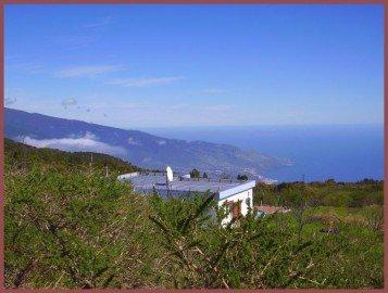 La-Palma-Wandern-Hochebene-mit-Blick-zur-Hauptstadt.