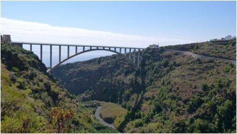 La Palma Wanderung-Los Sauces mit Brücke über de Barranco El Agua
