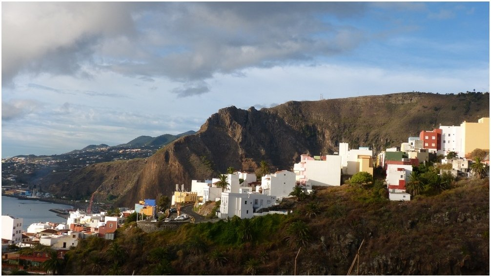 La Palma Wandern-Blick auf die alte Zufahrtsstraße La Cuesta von Santa Cruz