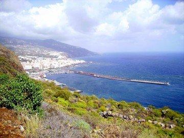 Ausblick-auf-den-Hafen-von-Santa-Cruz-de-La-Palma