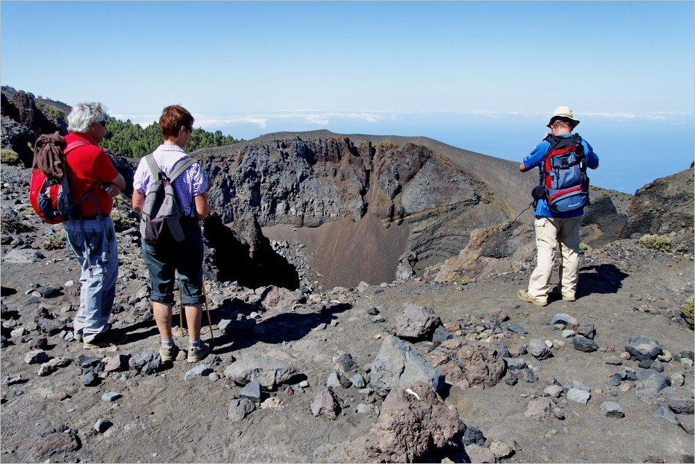 Vulkanroute-La-Palma-am-Hoyo-Negro-Crater