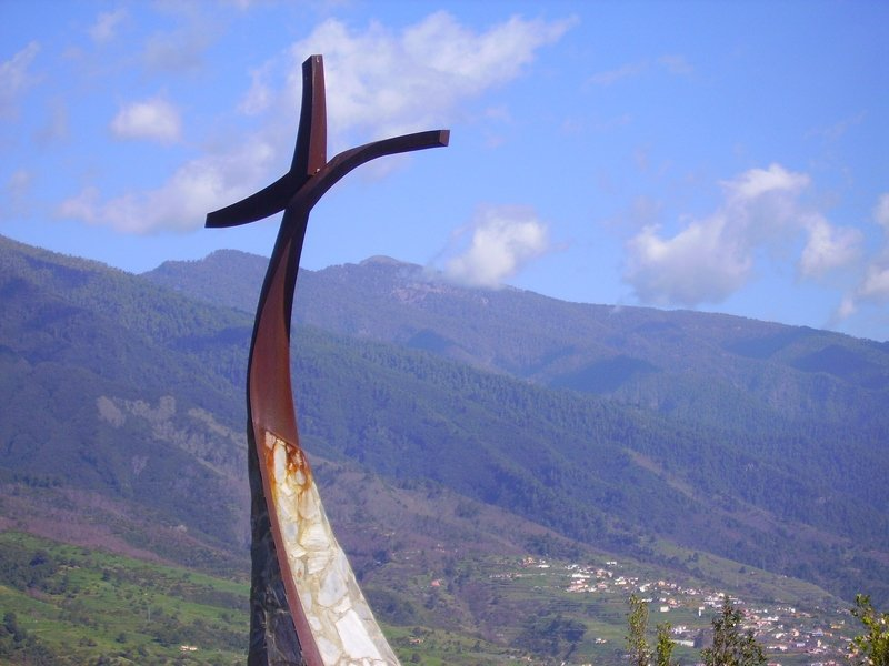 La-Palma-Wanderungen-Gipfelkreuz-der-Montaña-Breña
