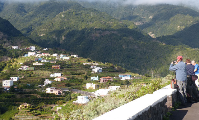 La Palma Wandern herrlicher Ausblick auf La Galga und den Einschnitt des Barranco de La Galga